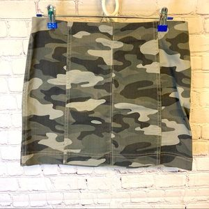 Jolt camouflage stretch mini skirt